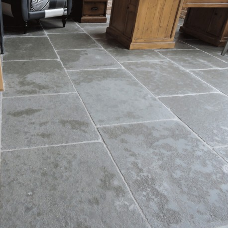 Chateux gris tumbled & semi honed Limestone Tiles